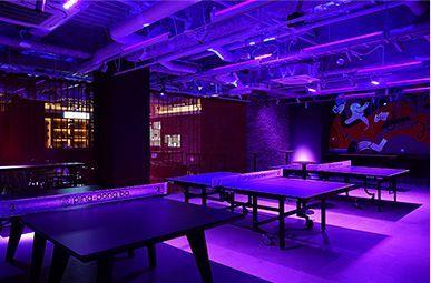 お酒と卓球(ピンポン)が楽しめる大人の遊び場、卓球コミュニティスペース。